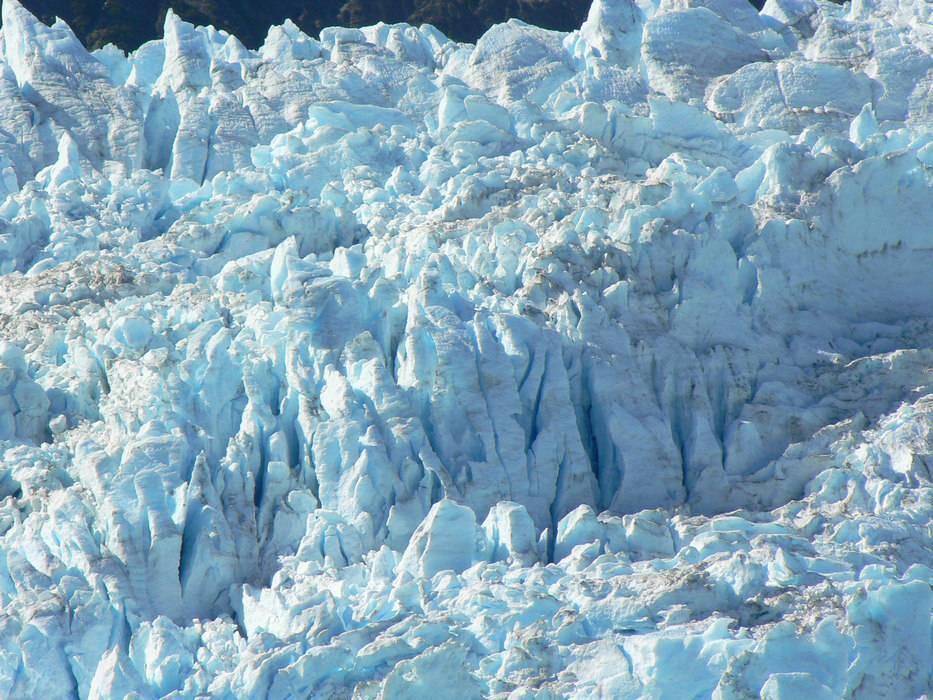 Aialik-Glacier-Closeup